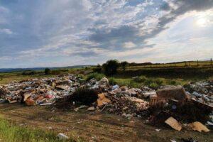 USR-PLUS Cugir acuză Primăria Cugir că a creat o groapă de gunoi ilegală la marginea localității Vinereaz