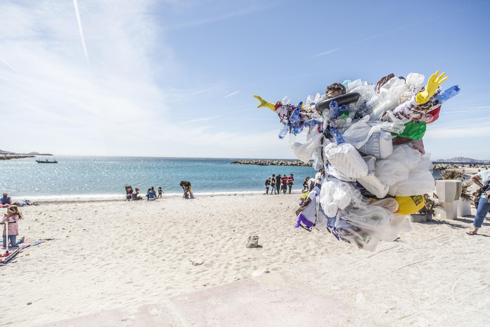 plastic pe plaja